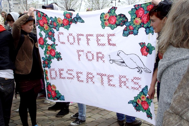 "Banderoll med texten ""Coffee for deserters"""