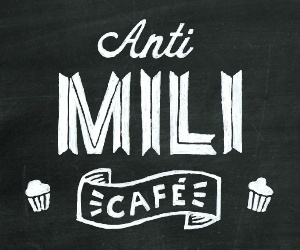 "Text: ""Anti Mili Café"""