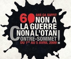 "Svart splash med vit och röd text: ""60 ans ca suffit. Non a la guerre, non a l'Otan Contre-sommet..."""
